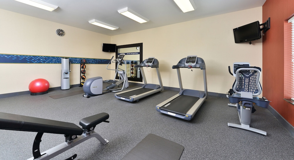 Fitness Facility, Hampton Inn Clinton, IA
