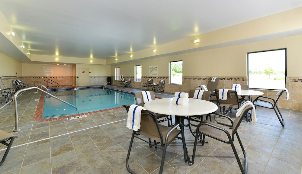 Pool, Hampton Inn Clinton, IA