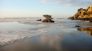 Beach nearby, beach towels, snorkelling, kayaking