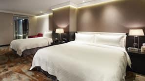 高級寢具、特厚豪華床墊、房內夾萬、窗簾