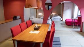 Down duvet, in-room safe, individually furnished, desk