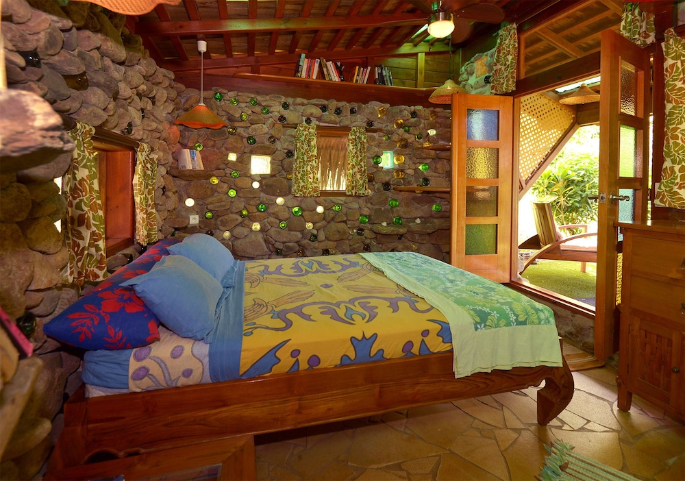 Featured Image, Mark's Place Moorea