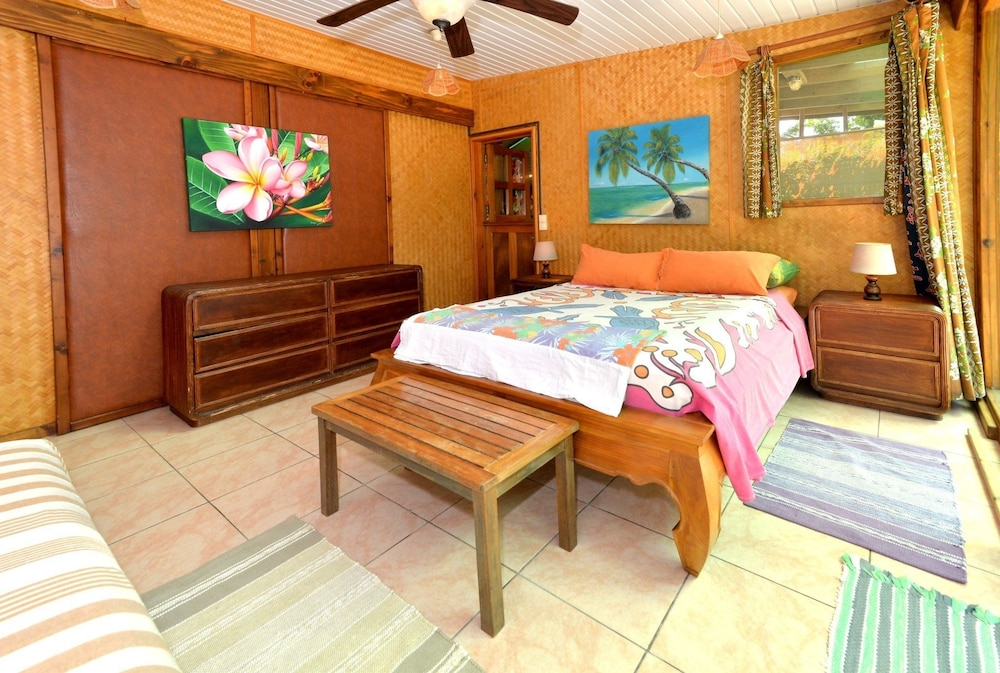 Room, Mark's Place Moorea