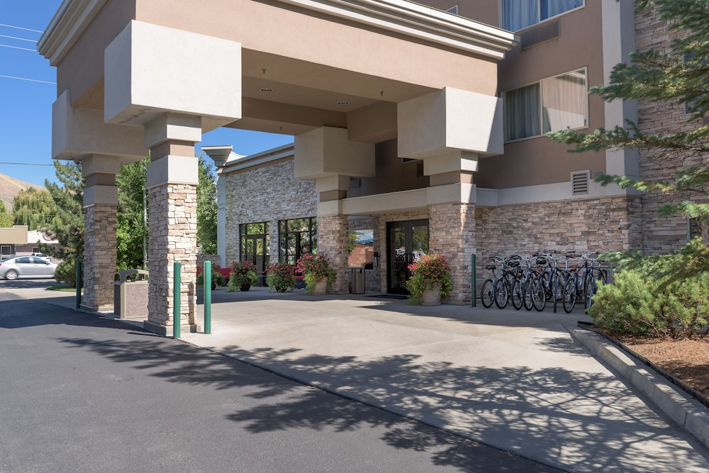 Front of Property, Wood River Inn & Suites