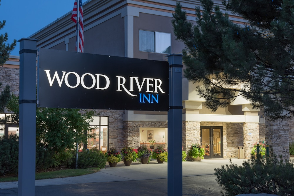 Front of Property - Evening/Night, Wood River Inn & Suites