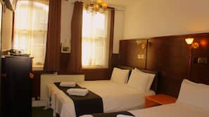 In-room safe, soundproofing, iron/ironing board, free WiFi