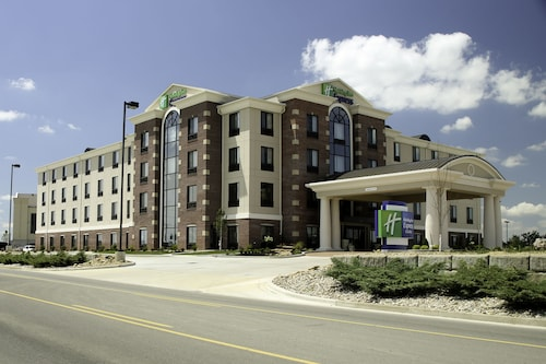 Great Place to stay Holiday Inn Express Hotel & Suites Marion Northeast near Marion