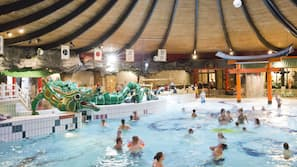 3 binnenzwembaden, een buitenzwembad