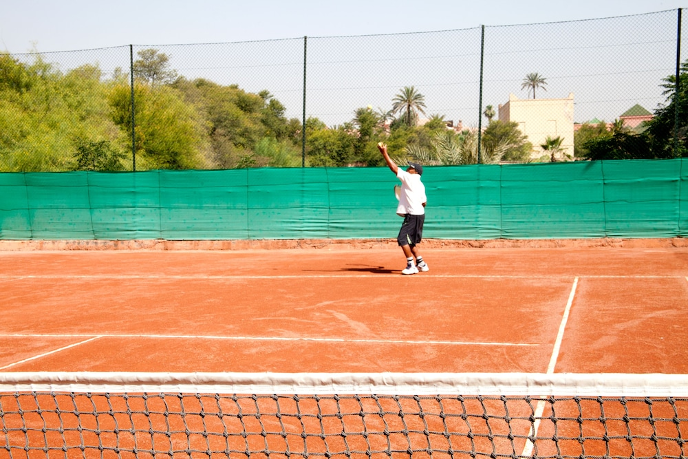 Tennis Court, Hôtel Chems