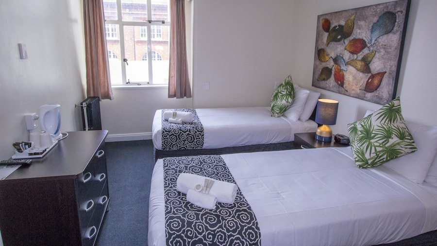 Hotel Waterloo & Backpackers (formerly Downtown Backpackers)