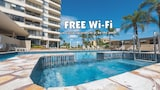 Southern Cross Beachfront Holiday Apartments - Burleigh Heads Hotels