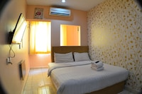 Premier Room, 1 King Bed, Private Bathroom, City View