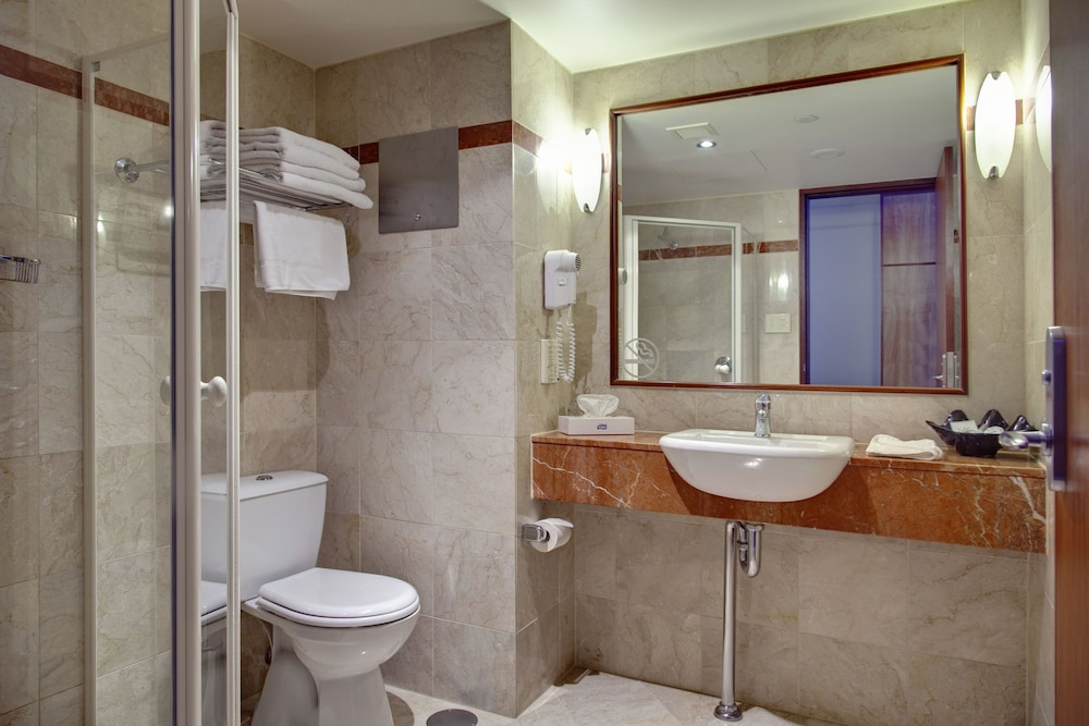 Bathroom, Arkaba Hotel