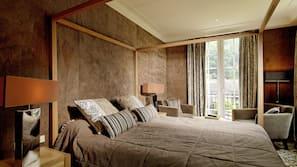 Minibaari, tallelokero huoneessa, yksilöllisesti sisustettu