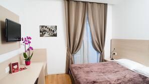 Biancheria da letto di alta qualità, una scrivania, Wi-Fi gratuito