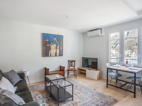 Charming Flat With View on the Bastille at L'île Verte, Grenoble - Welkeys