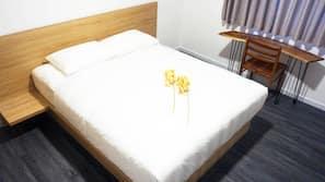 高档床上用品、记忆海绵床垫、迷你吧、保险箱