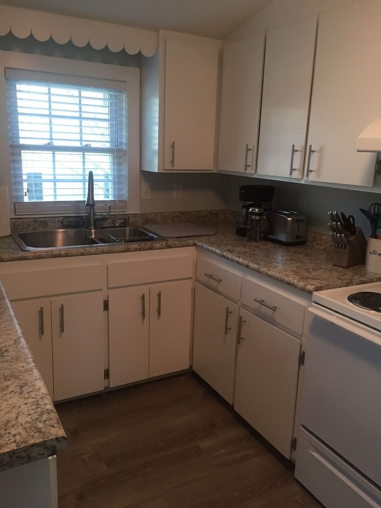 Private Kitchen, Newly Furnished One Bedroom Just Steps to Ferry Beach