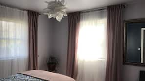 3 bedrooms, in-room safe, iron/ironing board, WiFi