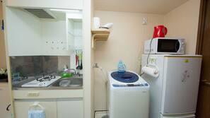 微波爐、爐頭、電熱水壺、廚房用具/餐具/器皿