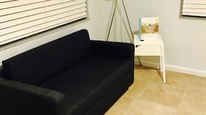 Individuell dekoriert, individuell eingerichtet, Bügeleisen/Bügelbrett