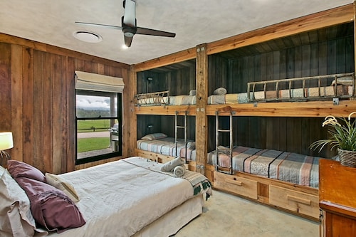 Great for Families/wedding/corporate/events/retreats Farm Experience Sleeps 24