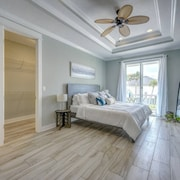 Sun-splashed Luxe Townhome - Walk to the Sand