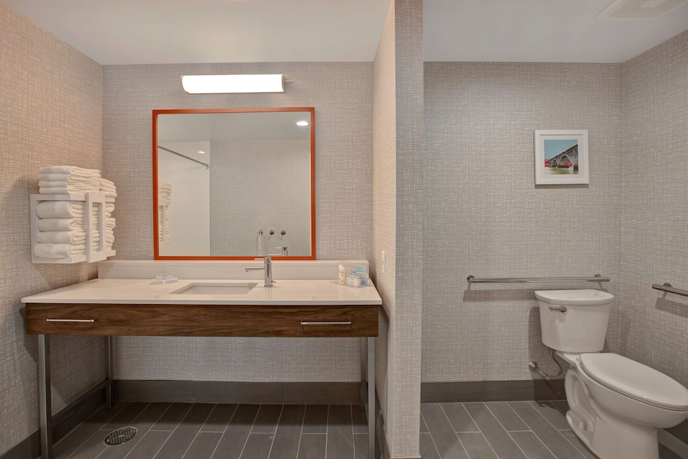 Bathroom, Hampton Inn & Suites Deptford, NJ