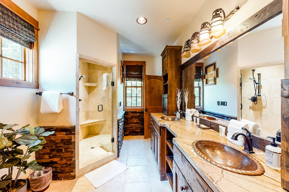 Bathroom, Luxurious Mountain Chalet w/ Private hot tub & Three Fireplaces, Close to Skiing