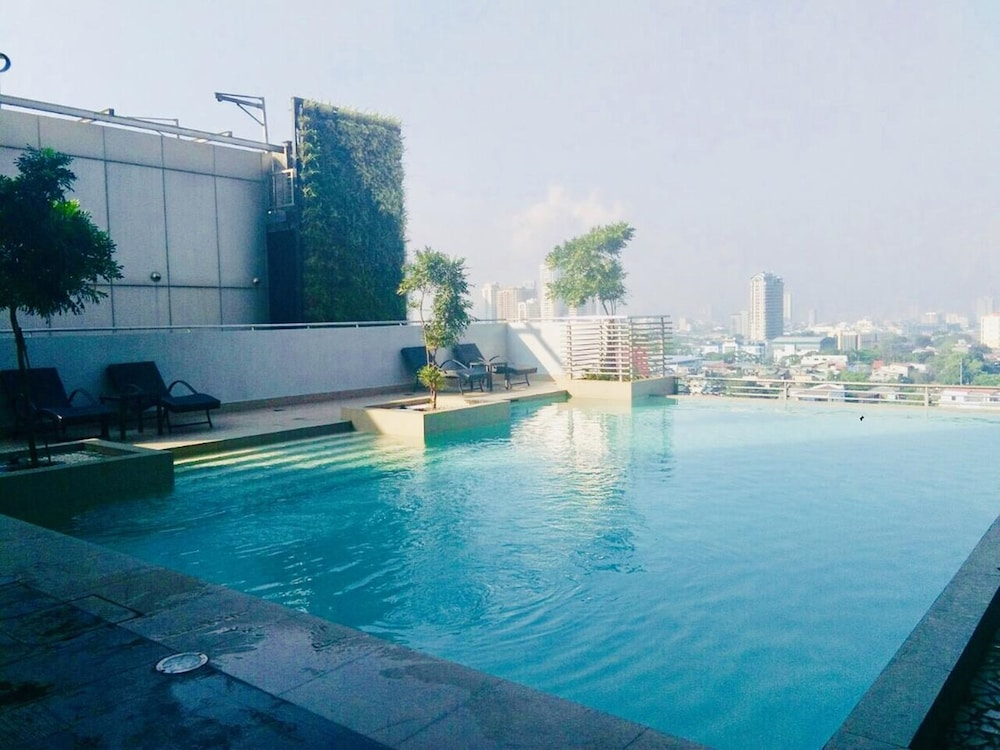 Outdoor Pool, The Sentinel Residences