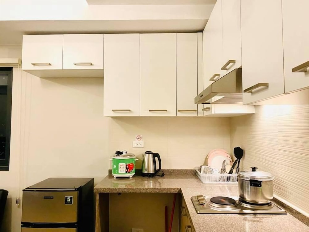Shared Kitchen, The Sentinel Residences