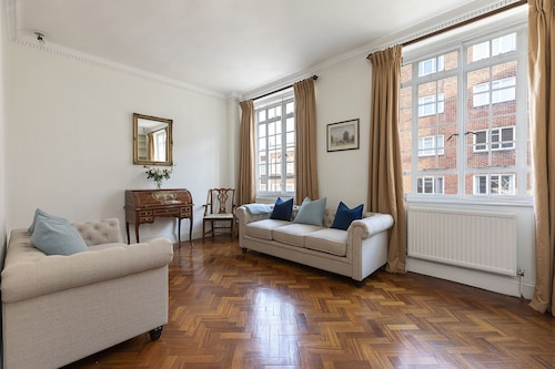 Beautiful 3 bed House in Chelsea, Near Kings Road
