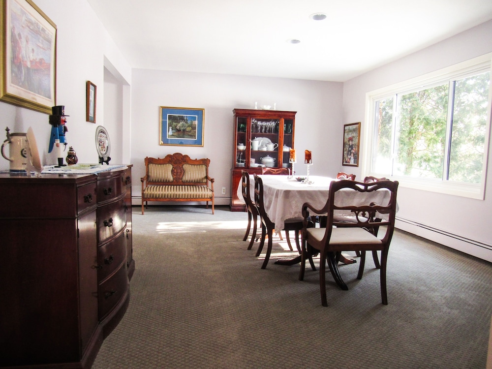 Private Kitchen, The Above Ryder Cup Retreat 4 Bedroom Home
