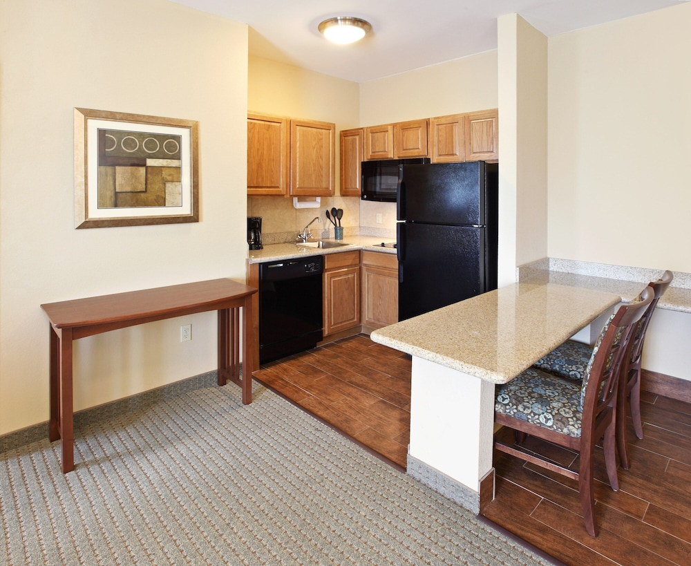 Room, King Suite. Free Breakfast. Offsite Pool Access. Gym. Near Mercy Hospital Northwest Arkansas!