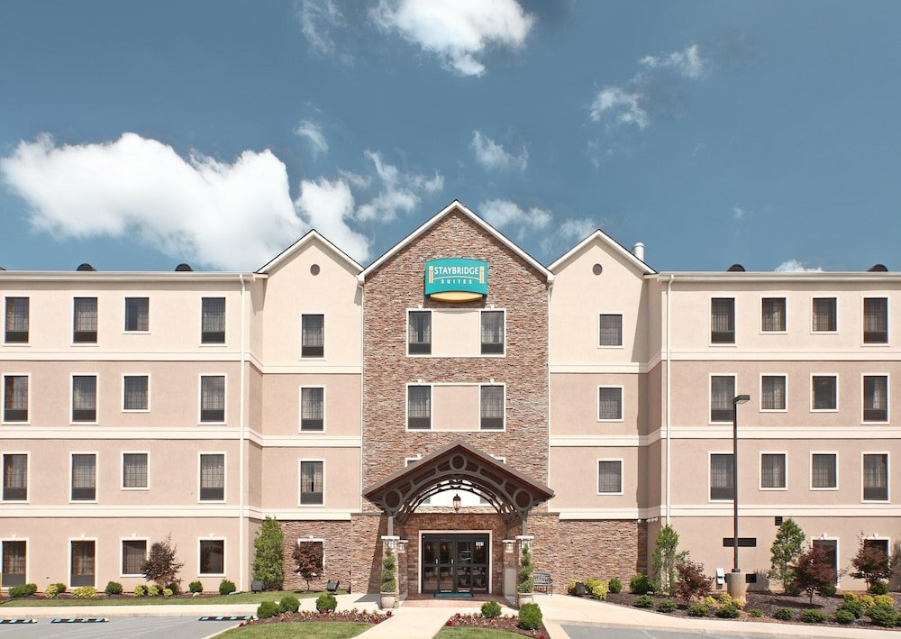Exterior, King Suite. Free Breakfast. Offsite Pool Access. Gym. Near Mercy Hospital Northwest Arkansas!
