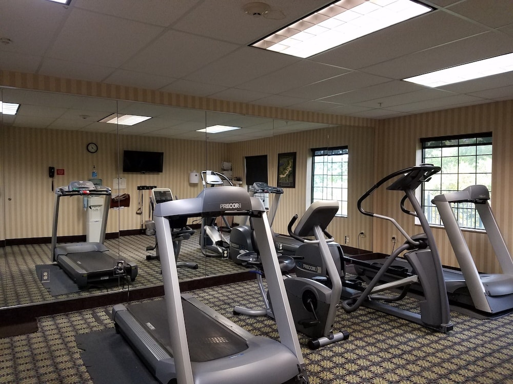 Gym, King Suite. Free Breakfast. Offsite Pool Access. Gym. Near Mercy Hospital Northwest Arkansas!