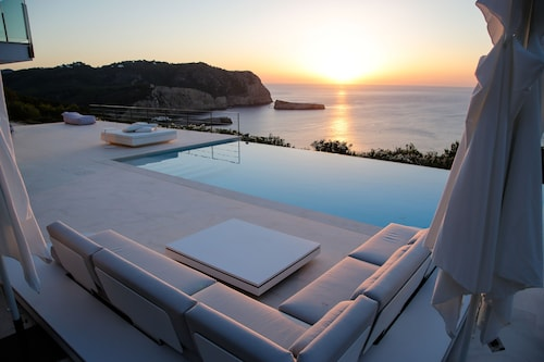 Stunning Sunset Villa With Endless Infinity Pool in the North Part of the Island