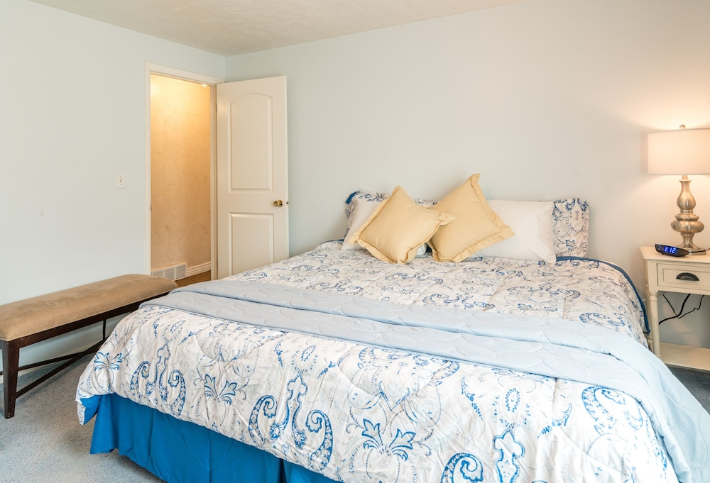 Room, The Family Crash Pad: King Beds, Full Kitchen, Family Room
