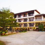 Nantharom Hotel and Restaurant