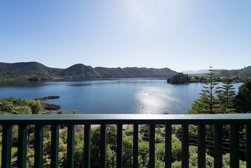Fantastic Lake and Mountain Views ,spa Pool