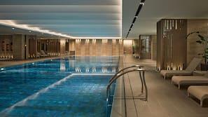 室內泳池、室外泳池;09:00 至 22:00 開放;小屋 (收費)
