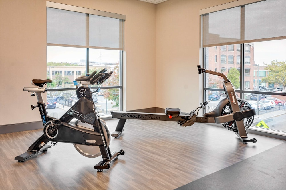 Fitness Facility, Hampton Inn Salem Boston
