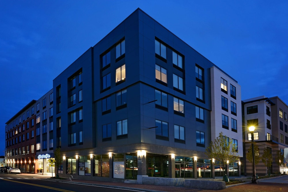 Exterior, Hampton Inn Salem Boston