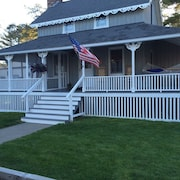Quaint Cottage Just Steps From The Beach And The Saco River