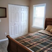 Super Clean. Sleeps 4, Near Clayton Business District, Hospitals & Sightseeing
