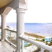 Portofino, Tower 5 - 2 Bedroom Unit - Sleeps 6 Condo