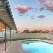 Soak up the Desert Sun, in This Mesa Oasis