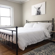 Cozy Historic One Bedroom - King Bed