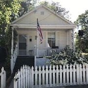 Cute Small House Located Close To Downtown ILM And Greenfield Lake