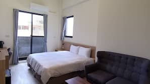 Desk, blackout curtains, free WiFi, bed sheets